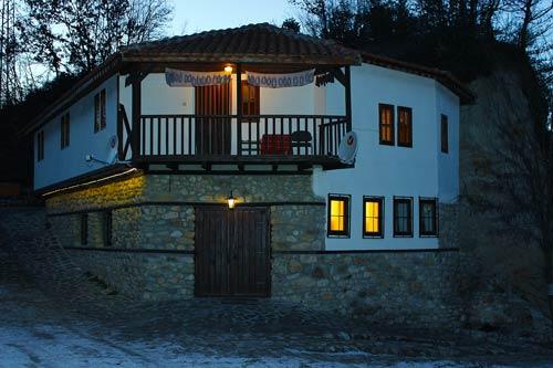 Къща през  ноща